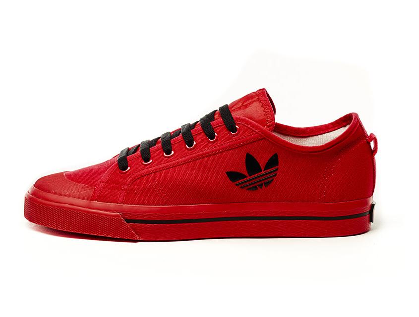 В капсульной коллекции она представлена ярко-красном оттенке, черном и  белом цветах. Новая линия кроссовок Adidas ... dd90b29253a