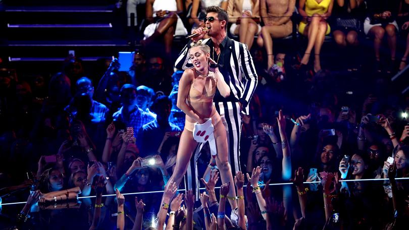 Смотреть голые актрисы на сцене прикольного