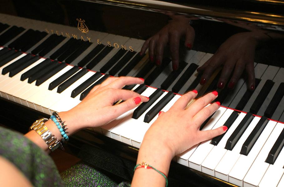 Домашний секс видео на пианино