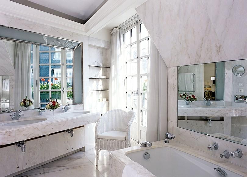 расставить мебель ванной комнате