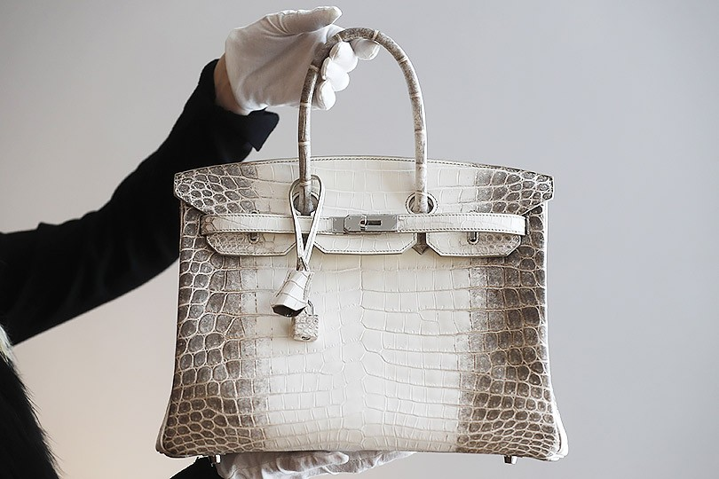 Красная цена  сумка Hermès Birkin продана на аукционе в Гонконге за ... 97ddb959527