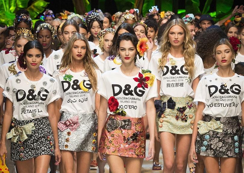 Style Notes  лучшие моменты модного показа Dolce   Gabbana в Милане ... b78d61cf5b3