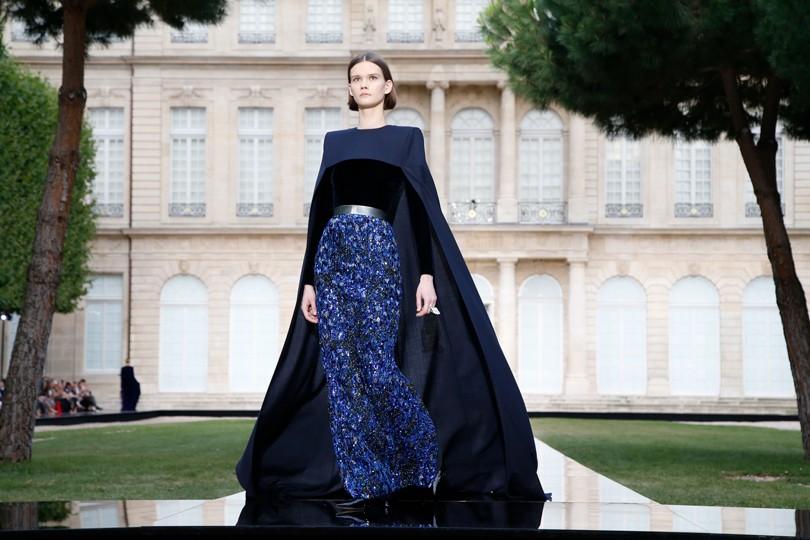 Неделю высокой моды в Париже открыл показ Givenchy Couture   Posta ... 6ee7c84cacd