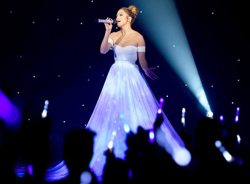 Star Look  Дженнифер Лопес выступила на American Idol в платье ... da7ae1b7118