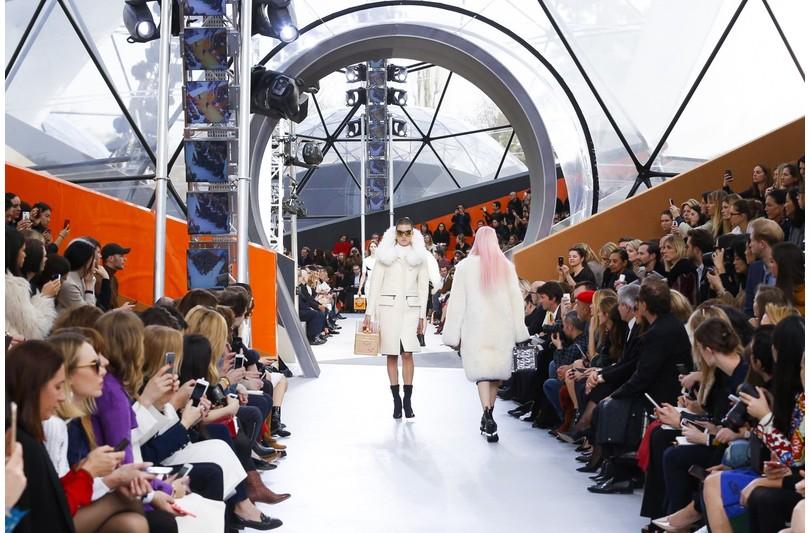 57a65ccb7fb5 Style Notes  новая коллекция Louis Vuitton на Неделе моды в Париже ...