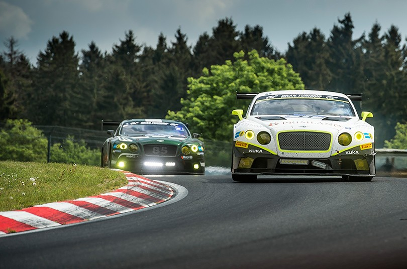 Идея на уикенд: Bentley Motorsport снова в «24 часа Нюрбургр...