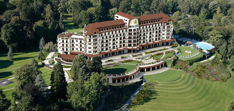 Travel News. Легендарный Hotel Royal Evian Resort открываетс...