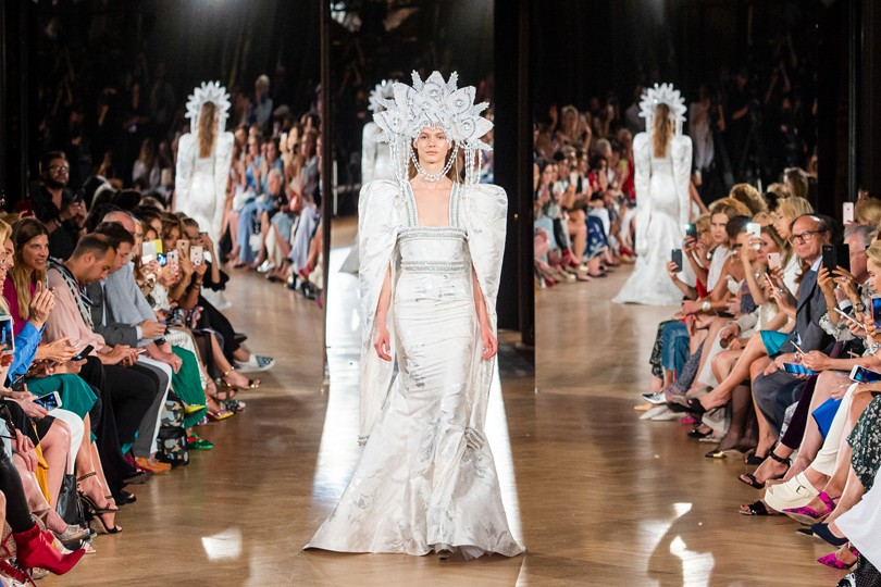 Российские дизайнеры на Неделе высокой моды в Париже  показы Yanina ... 5c72327a901