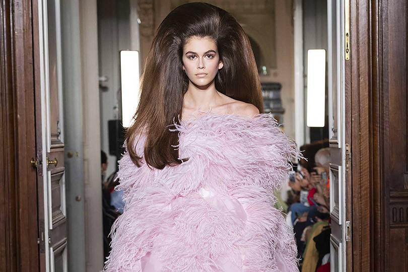 325dd8121b70 Шоу Valentino Couture закрыло Неделю высокой моды в Париже   Posta ...