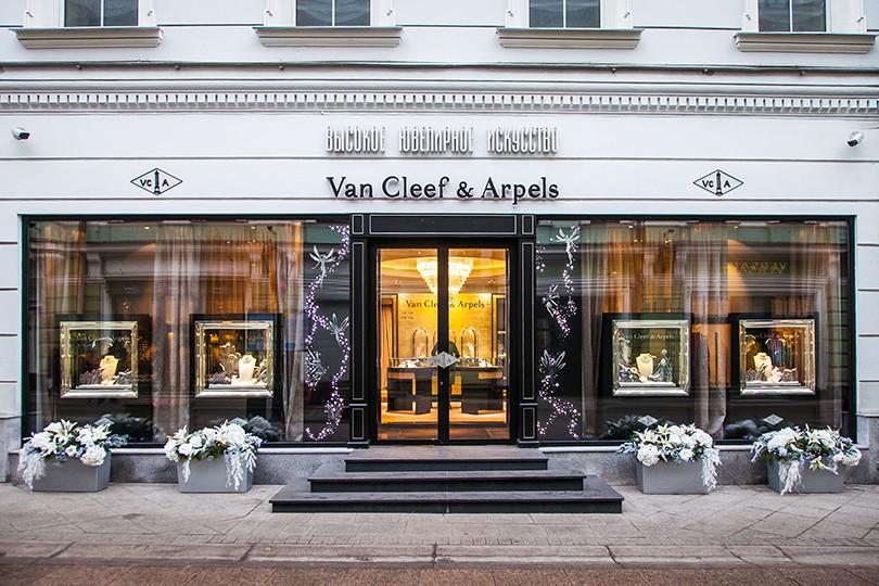 5207b5d79c01 Идея на уикенд  выставка легендарных украшений Van Cleef   Arpels ...