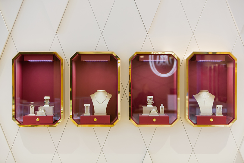 Часы   Караты  «Московский ювелирный завод» открыл новый бутик и  презентовал коллекцию « 7c1e928c3d3