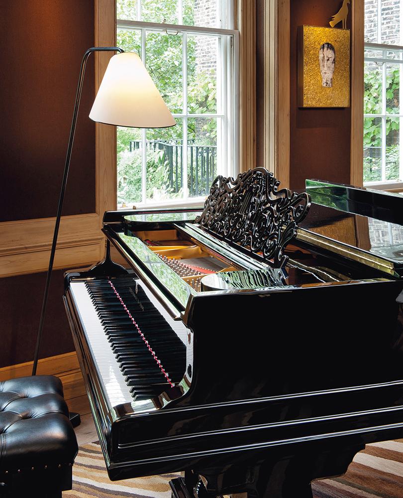 5b3fb373bdf1 Дизайн & Декор: предметы интерьера из дома Стинга в Лондоне выставлены на  аукцион