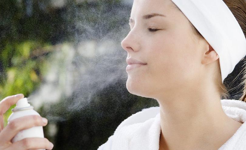 Картинки по запросу распылять воду на лицо
