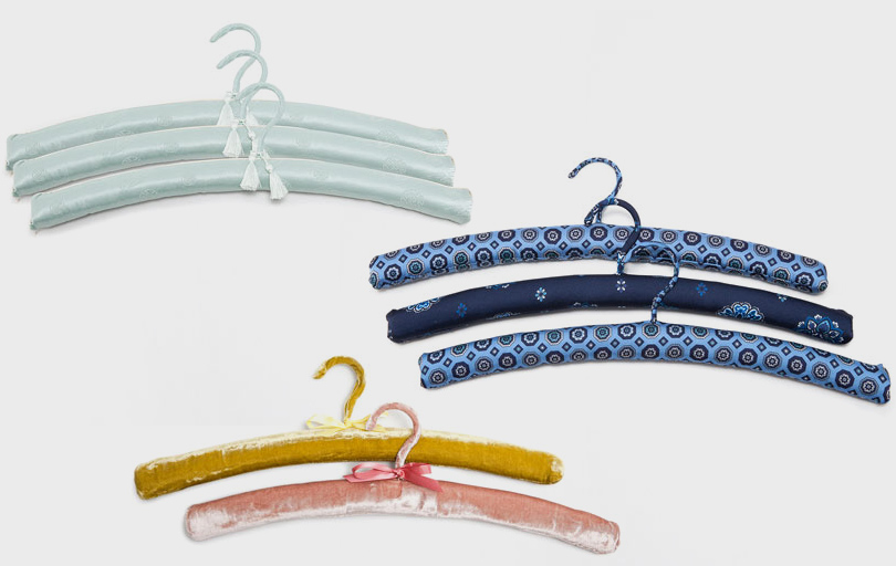 Дизайн & Декор: стильная и удобная гардеробная — как ее организовать? Вешалки, обтянутые шелковой жаккардовой тканью, бархатом исаржей спринтом, Zara Home