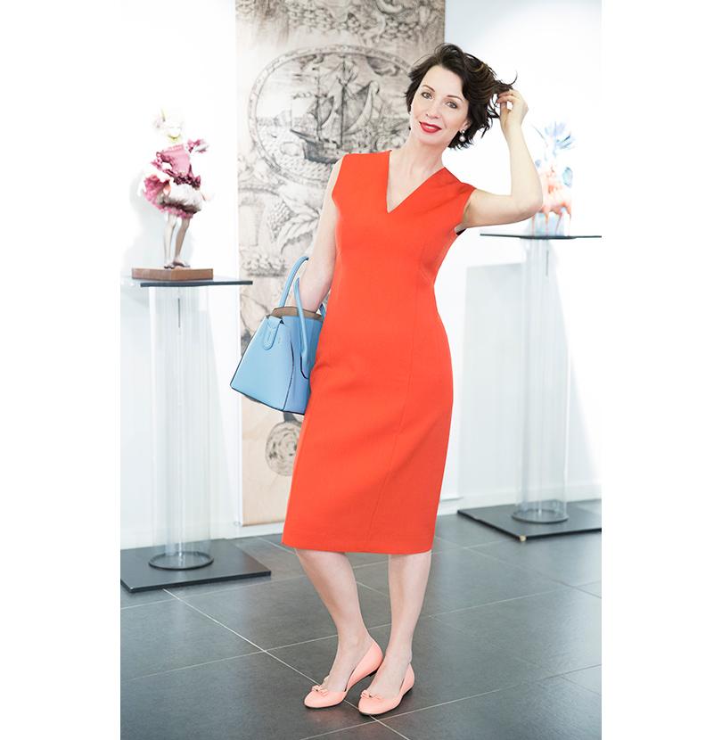 На Светлане  платье из хлопка стретч — Agnona  кожаная сумка и балетки —  BALLY 1ad6ab82b4809