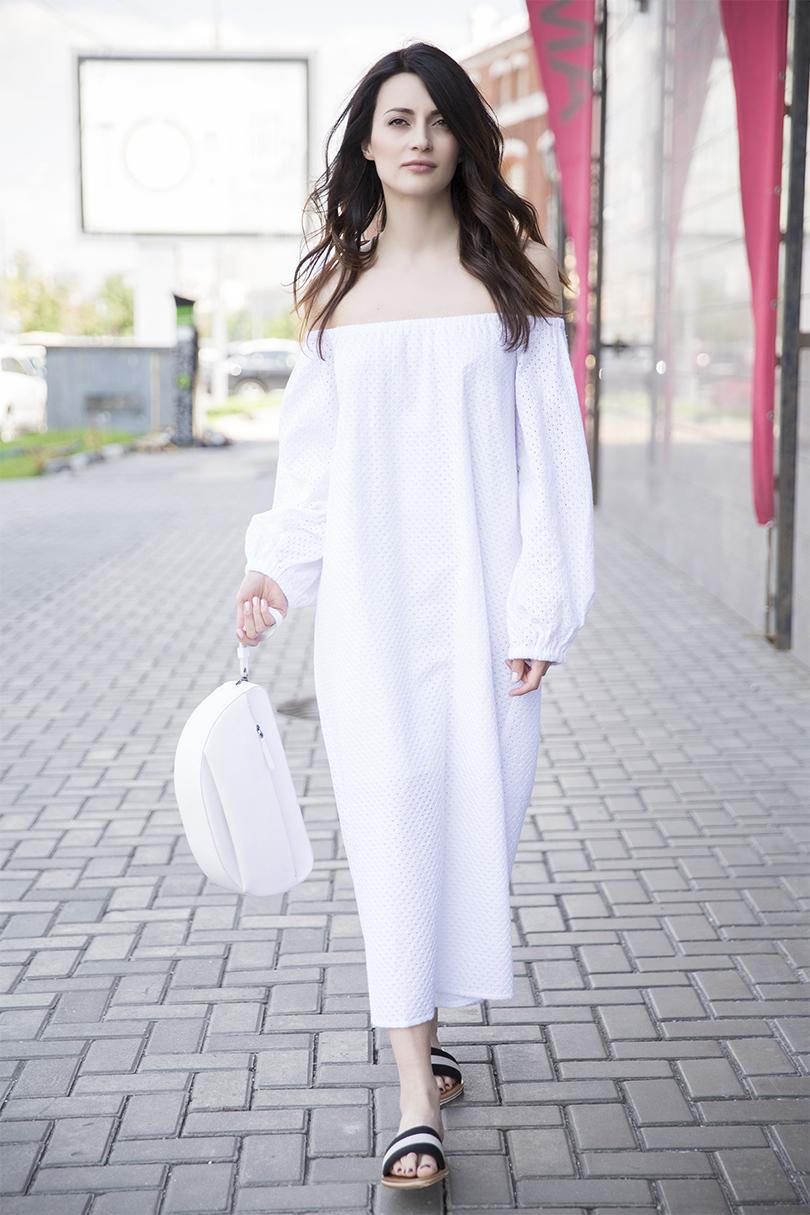 Платье из ткани с шитьем