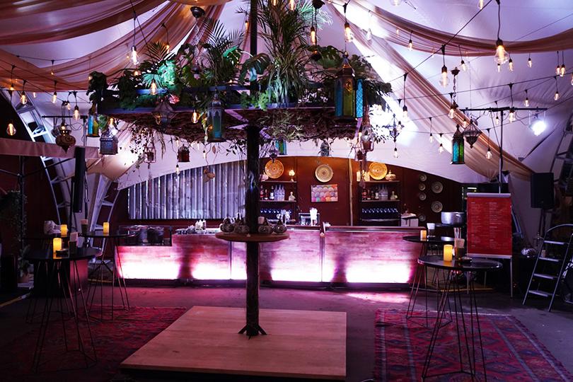 Бар Lucky Izakaya Bar, вечеринка во дворе 16 августа