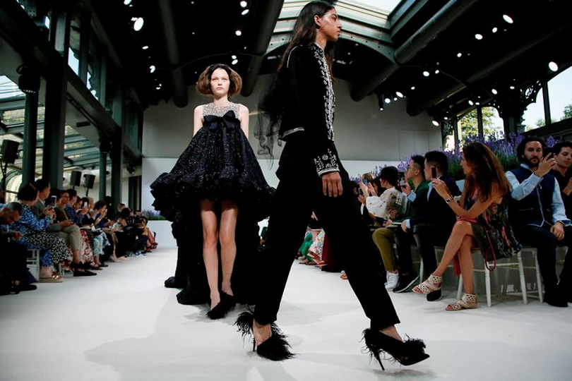 3ca2dad7547 Идеальная пара  драгоценности Chopard Haute Joaillerie на шоу Giambattista  Valli Couture