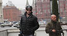Men in Style. Эксклюзив: Хью Джекман на велопрогулке в центре Москвы