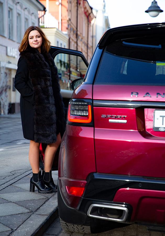 Алина Назарова и Range Rover Sport