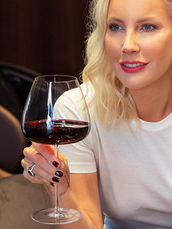 Елена Летучая и бокалы для вина BORK HW501
