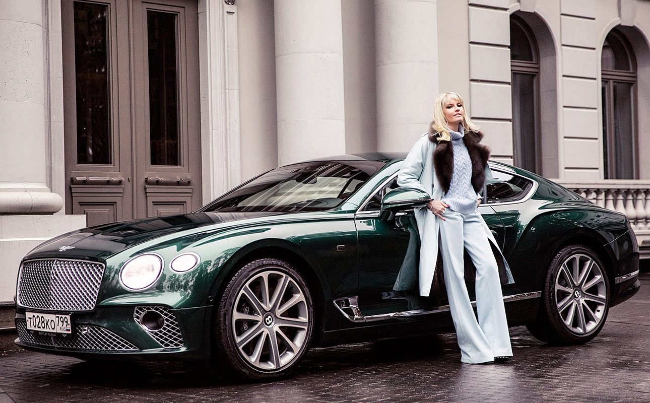 Яна Расковалова и Bentley Continental GT