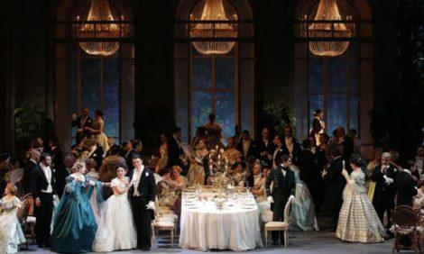 Оперные каникулы в Милане: Анна Нетребко и ресторанный оммаж Паваротти