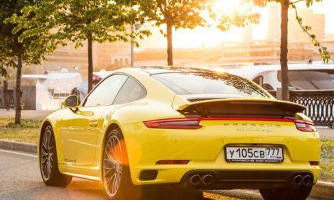 Авто с Яном Коомансом: Porsche 911 Carrera 4S в городе и на гоночном треке