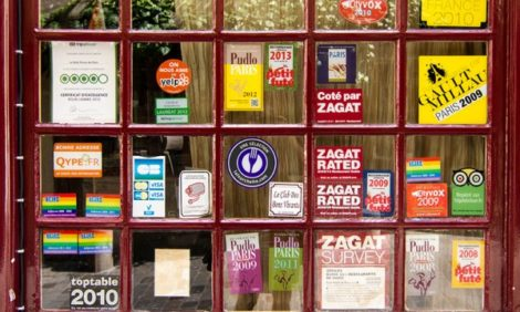 От TripAdvisor до Michelin: как «читать» наклейки на дверях ресторанов