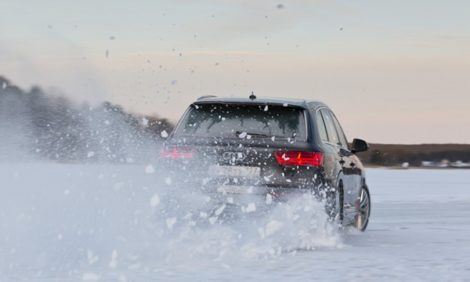 Авто с Яном Коомансом: как я укрощал замерзшее Ладожское озеро на Audi Q7
