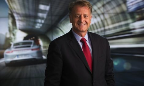 Авто с Яном Коомансом. Итоги года с Porsche: электрокары и гибриды, автогонки и особая страсть русских к SUV