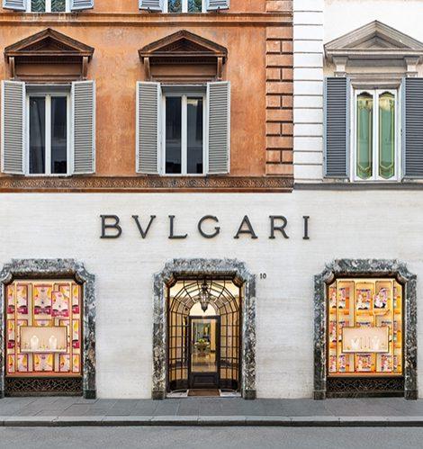 Смена декораций: летние витрины ювелирных бутиков Bvlgari