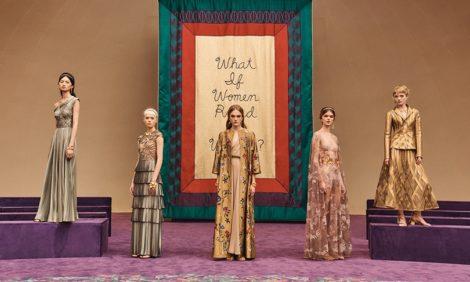 «Что, если бы женщины правили миром?»: показ Dior Couture на Неделе высокой моды в Париже