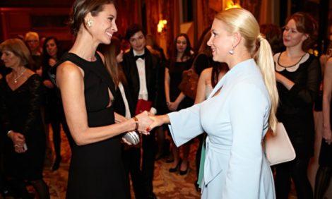Светские детали с Екатериной Одинцовой: эксклюзив с парижского приема в честь Кристи Тарлингтон-Бернс