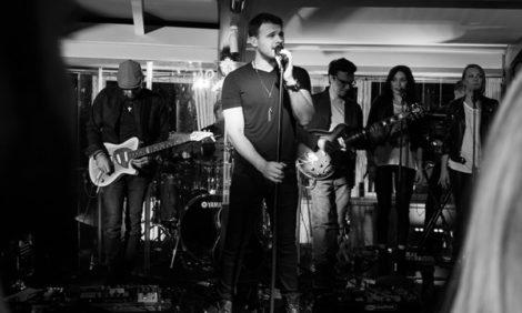 Музыка: Emin представил новый русскоязычный альбом «8 в падении»