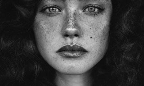 Уроки красоты с Евгенией Ленц: тату-веснушки — новый тренд!