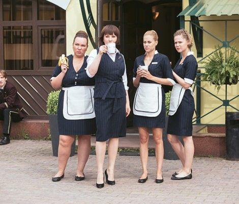 Сериал на уикенд: зачем смотреть новый ситком «Отель Элеон» на СТС?