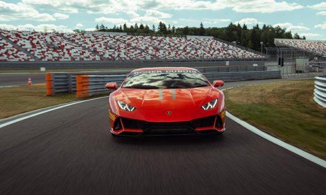 Авто с Яном Коомансом: Lamborghini Huracan Evo — динамичный старт на трассе Moscow Raceway