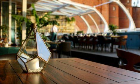 Новый ресторан: Maybe на крыше Бадаевского завода