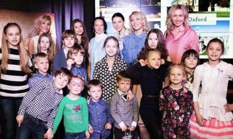 Posta Kids Club: Дарья Михалкова и другие гости Table Talk о зарубежных летних лагерях