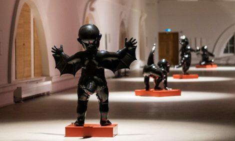Видеоэпос, скульптурная поэзия и свободный полет: самые интересные выставки августа в Москве и Санкт-Петербурге