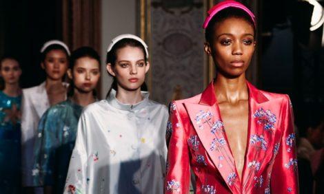 Цветы и цвет на показе Yanina Couture в Париже