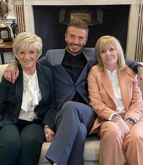 Мама дорогая! Три поколения семьи Бекхэмов на показе Victoria Beckham осень-зима 2020/2021 в Лондоне