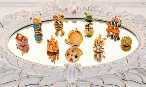 Выставка лимитированных пудрениц и компактных духов Estée Lauder в ЦУМе