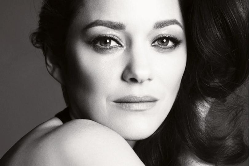 5 фактов о Марион Котийяр, ставшей лицом культового аромата Chanel № 5