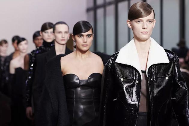 В Париже прошел показ коллекции Valentino зима 2020/2021