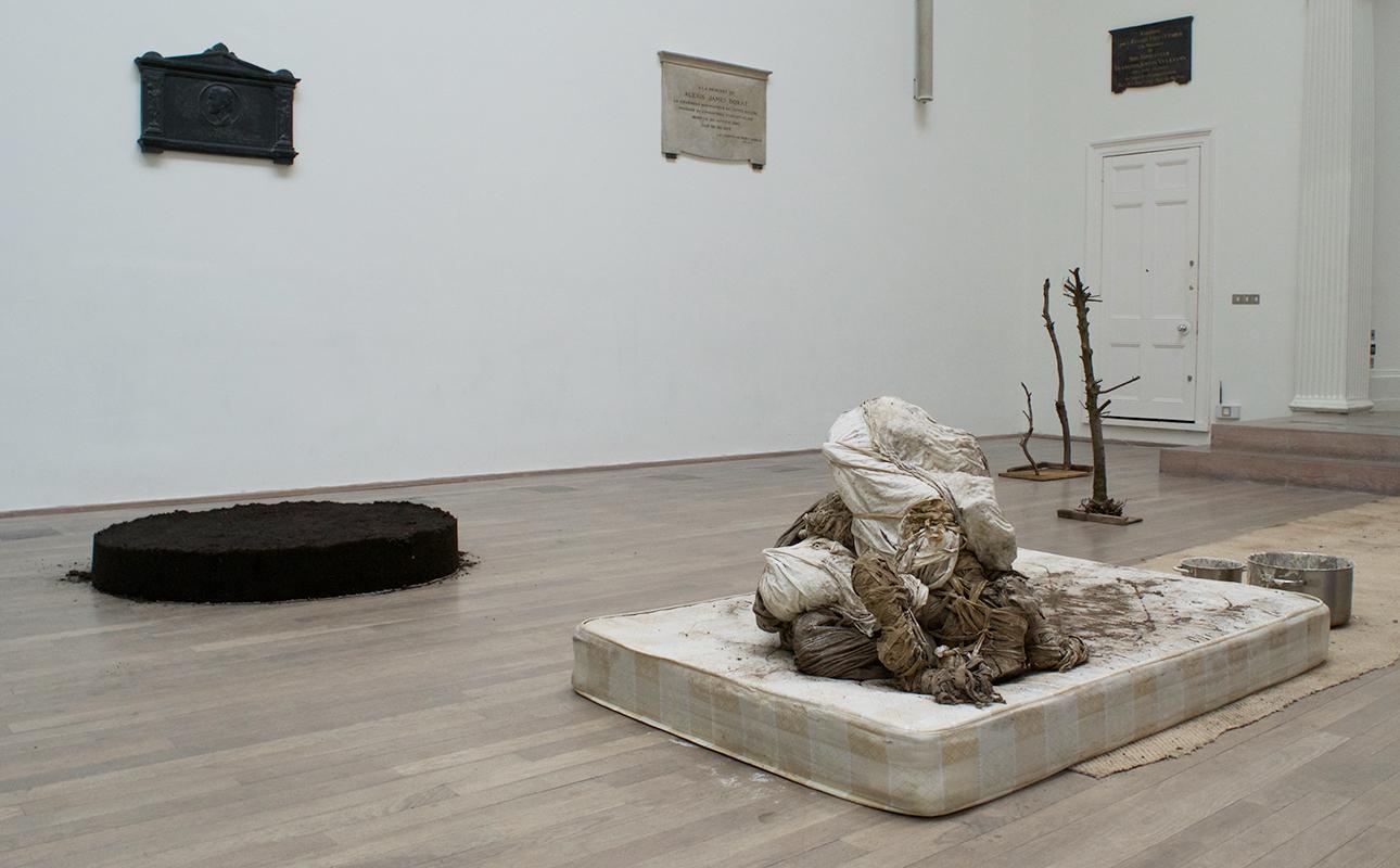 Сотворение мира наоборот: в Лондоне состоялась выставка, к окончанию которой в зале не осталось ни одной работы
