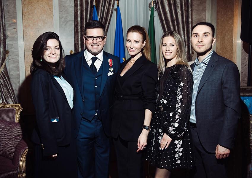 Константин и Ольга Андрикопулос с дочерьми Аделиной и Кристиной