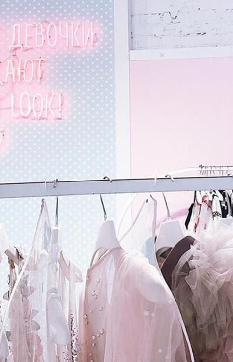 Собираем образ к 8 Марта: где взять платье и аксессуары в аренду