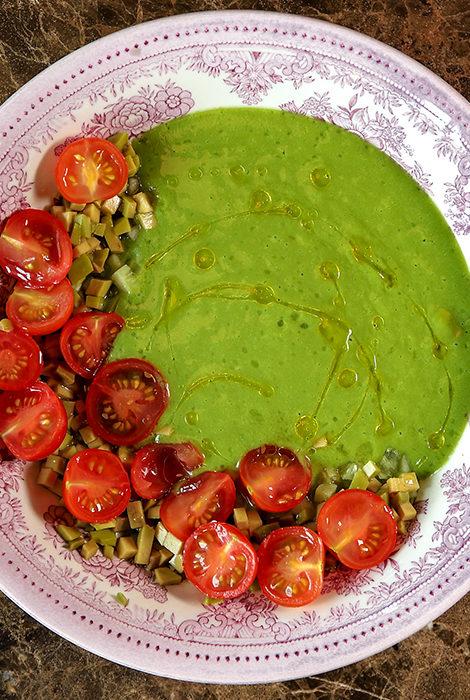 Едим дома: зеленая гречка, авокадо-гаспачо и другие рецепты от московских шефов